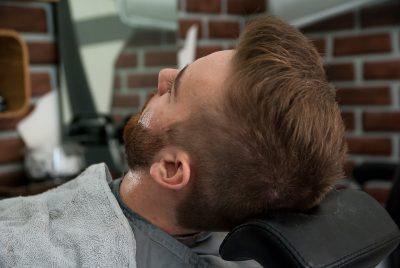 Styl kontra kicz – poznajcie najmodniejsze męskie stylizacje włosów i zarostu kontra te mało stylowe. Krótki poradnik dlaczego kozim bródkom mówimy nie!